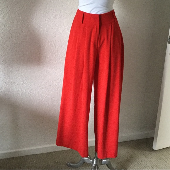 Flying Tomato Pants - Flying Tomato Cropped Culottes. Red. Size 4.